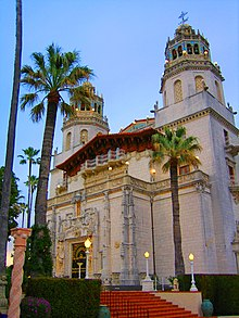 220px-Ext_hearst_castle.jpg
