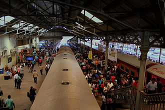 Fort railway station - Passengers and trains at Colombo Fort Station