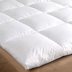 Bedding comforter or duvet. Français : Couette...