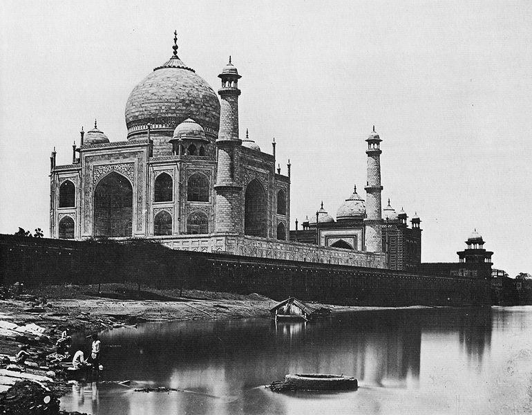 Photographies de Lieux Célèbres durant la Belle Epoque 770px-Felice_Beato_Taj_Mahal_1865_%2801%29