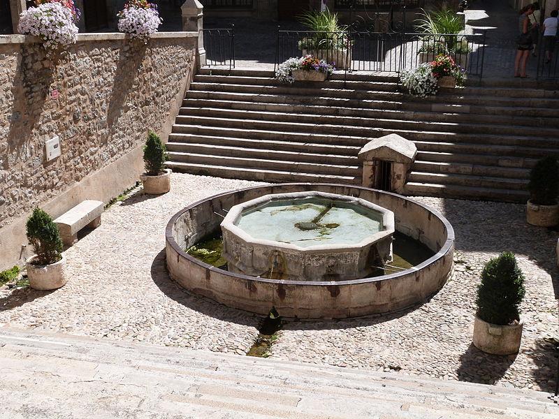 Fontaine monolithe (Classé)
