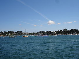 The island lies in the Gulf of Morbihan