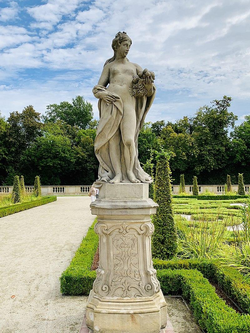 Garden sculptures of the Wilanów Palace, Poland 10.jpg