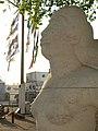 Gelpke-Brunnen mit der Galionsfigur aus Kalkstein im Rheinhafen (1941–1943) Im Hafenareal 1, Kleinhüningen, Basel von Willy Hege (1907–1976) (7).jpg