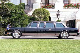 https://upload.wikimedia.org/wikipedia/commons/thumb/7/7c/George_H._W._Bush_presidential_limousine_1989.jpg/269px-George_H._W._Bush_presidential_limousine_1989.jpg