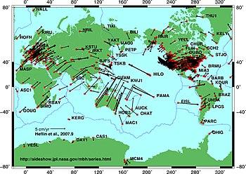 Pergerakan lempeng berdasar pada data satelit GPS NASA JPL. Vektor  di sini menunjukkan arah dan magnitudo gerakan