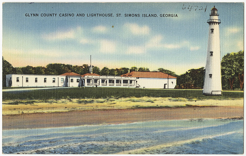 File:Glynn County Casino and Lighthouse, St. Simons Island, Georgia (8342824901).jpg