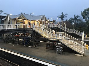 Gordon station (40986462894).jpg
