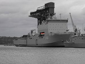 HMAS Choules starboard bow.jpg