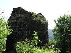 Die Überreste eines der Rundtürme der Ruine Hammerstein
