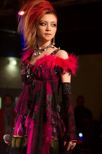 """Hitomi Yoshizawa - Hitomi Yoshizawa performing at the Chibi Japan Expo in France 2009, as """"Hangry"""""""