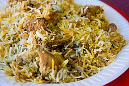 Hyderabadi Biryani a base di carne di pollo (Chicken Biryani).