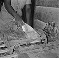 IJsschaven bij een stalletje in Paramaribo, Bestanddeelnr 252-4912.jpg