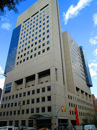 Mount Sinai Hospital (Manhattan) - The Icahn Medical Institute at 1425 Madison Avenue was built in 1997.