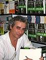 Ildefonso Falcones firmando en la Feria del Libro de Madrid de 2006.jpg