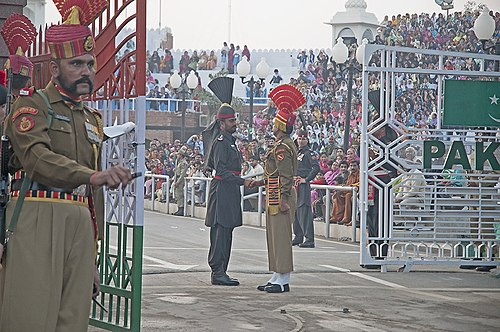 India Pakistan Border Wagha (15027737723).jpg