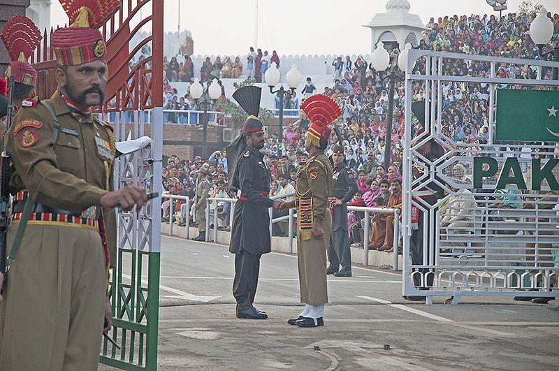 Fichier:India Pakistan Border Wagha (15027737723).jpg