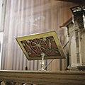 Interieur, koperen lezenaar, staat op het hekwerk wat voor de preekstoel staat - Beets - 20388575 - RCE.jpg