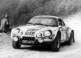 Winnaar Jean-Luc Thérier in de Alpine A110
