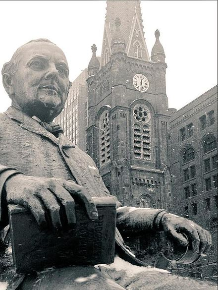 Herman Matzen's statue of Cleveland Mayor Tom L. Johnson. Johnson photo P&P.jpg