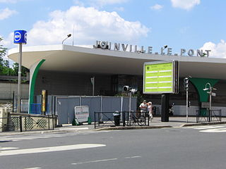 train station in Joinville-le-Pont, France