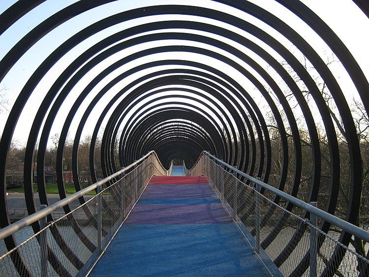Kaisergarten in Oberhausen (NRW). Slinky springs to fame.jpg