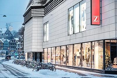Karlstraße mit Zinser in Tübingen mit Schnee 2018.jpg