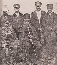 Król Moshoeshoe z Basotho ze swoimi ministrami.jpg
