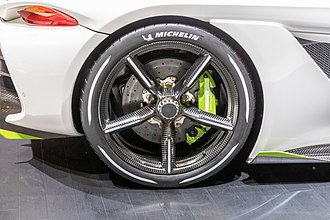 Koenigsegg Jesko - The optional carbon fibre aircore wheels showing the carbon ceramic brakes
