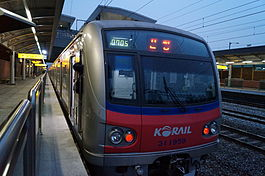 Korail Line 1 train at Dangjeong.JPG