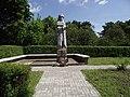 Krynica Morska - pomnik żołnierza - panoramio.jpg