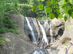 Kumbhavurutty Waterfalls - Image: Kumbavuruty water falls 2