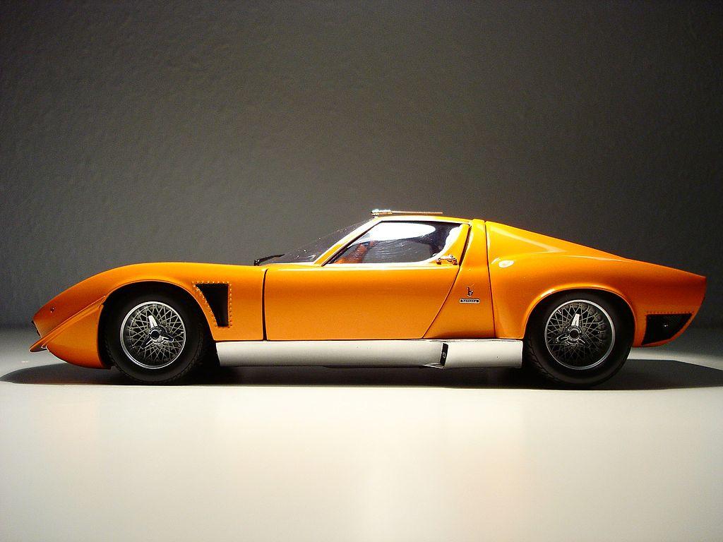 Lamborghini-Jota-Modellauto-1-18