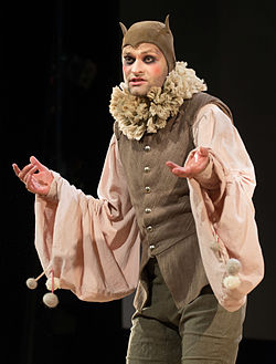Lindy Larsson som narren i Helligtrekongersaften på Det Kgl. Svenske Teater 2015.