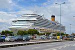 Lisbon - Docked Cruise Liner (26904361561).jpg