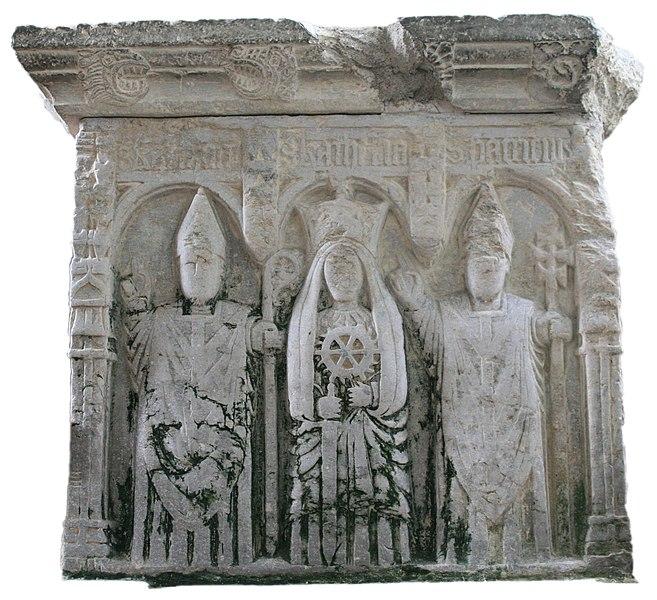 Den hellige Carthagus den Yngre sammen med de hellige Katarina av Alexandria og Patrick på en altergrav fra 1543 i katedralen St Carthage's i Lismore