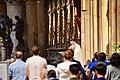 Liturgia en altar mayor de Notre Dame Paris.jpg