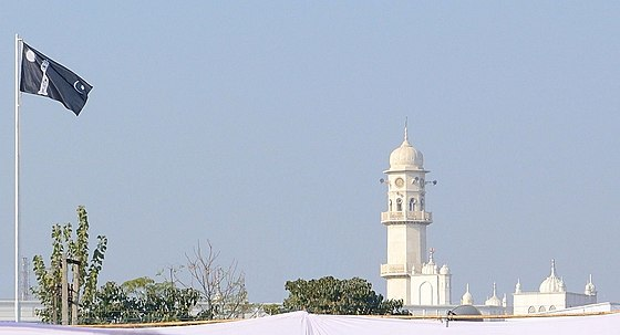 The White Minaret and the Ahmadiyya Flag in Qadian, India. Liwa-e-Ahmadiyya and Minarat-ul-Massih.jpg