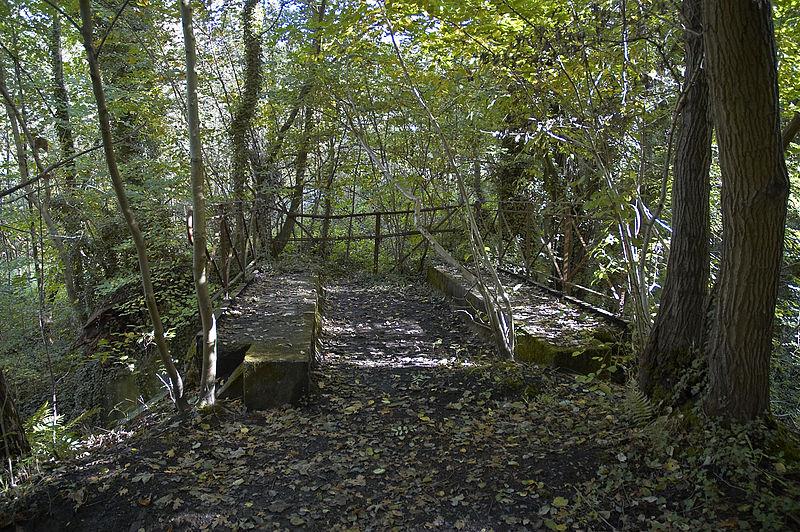 File:Loonbeek brug stoomtram C.jpg
