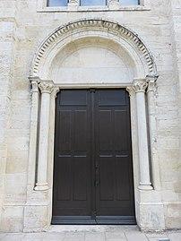Lucenay - Portail église (sept 2018).jpg