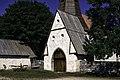Lychgate na igrexa de Hellvi.jpg