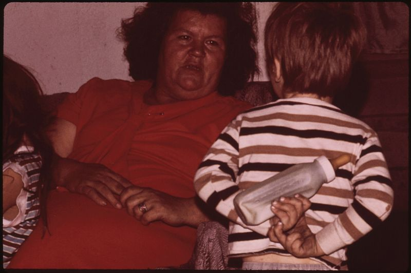 File:MRS. MAY WATKINS OF MULKY SQUARE WITH HER THREE-YEAR-OLD SON KEVIN, ONE OF NINE WATKINS CHILDREN - NARA - 553523.jpg