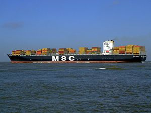 MSC Chicago pD, leaving Port of Rotterdam, Holland 08-Mar-2007.jpg