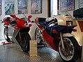 MV Agusta F4 750 Honda RC 30.jpg
