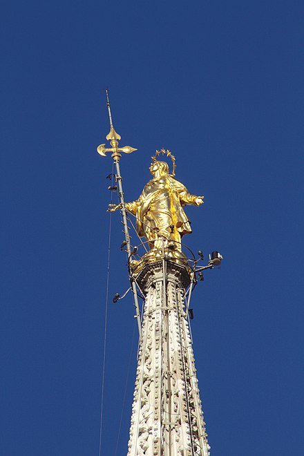 The Gold Madonna at the top of the cathedral Madonnina - Duomo - Milan 2014 07.jpg
