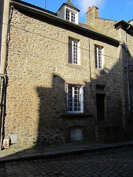 File:Maison historique de Dinan - 3 rue du Coignet (2).JPG Исторические памятники Динана, достопримечательности Динана, фотографии Динана
