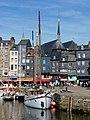 Maisons du vieux bassin d'Honfleur et clocher de l'église Sainte Catherine.jpg