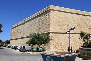 Cavalier (fortification) - Image: Malta Valletta Triq il Papa Piju V + St. John's Cavalier 01 ies