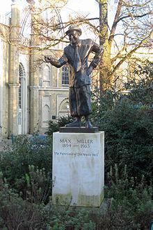 Statuia lui Max Miller.JPG