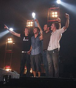 De la stanga la dreapta, Danny Jones, Dougie Poynter, Harry Judd si Tom Fletcher.